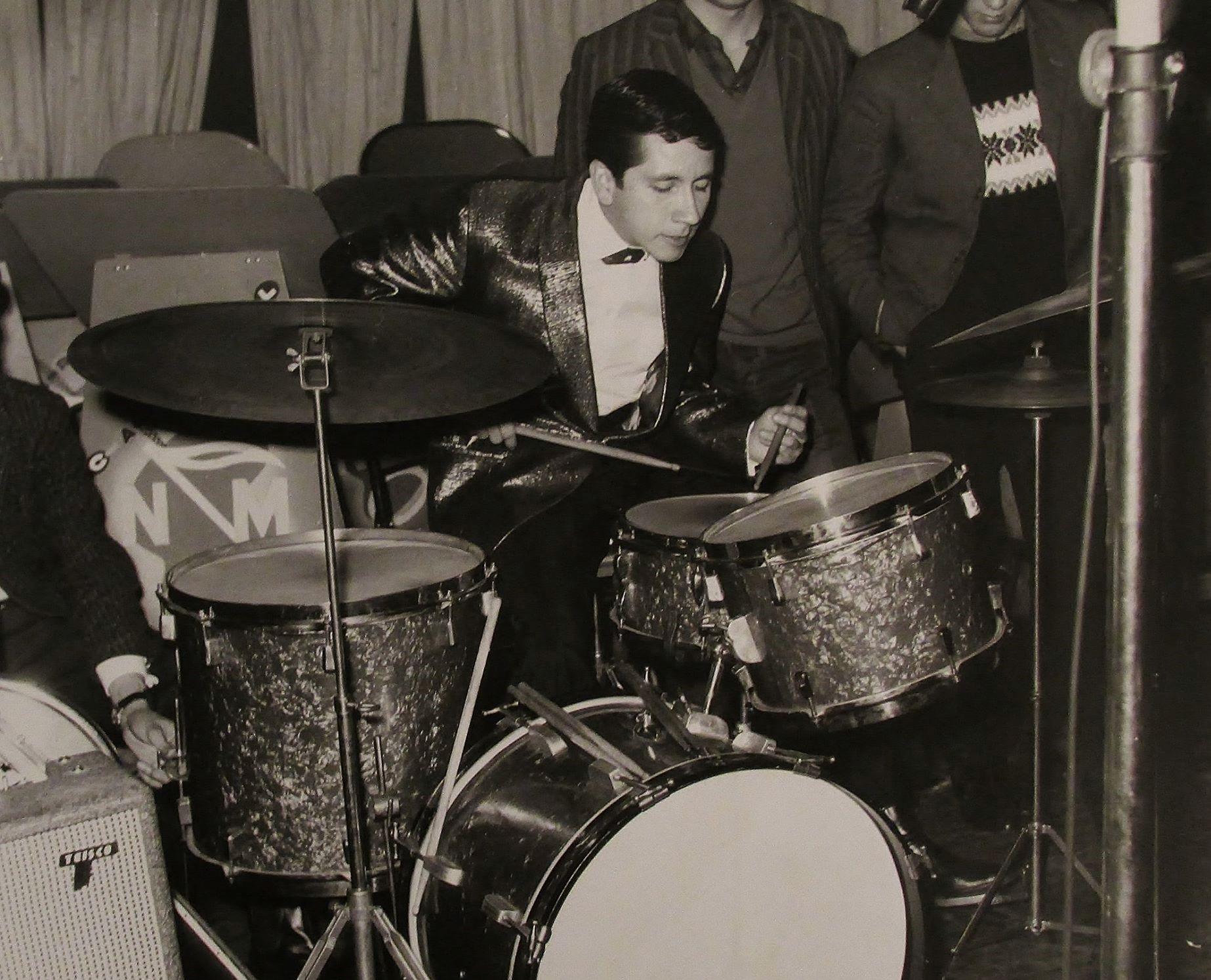 Joe Armando en la Emisora Nuevo Mundo. Bogotá, 1965