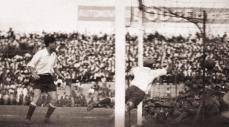 Momento de la tercera anotación de Uruguay en la final frente a Argentina, en la edición de la Copa América de 1935 disputada en Perú.