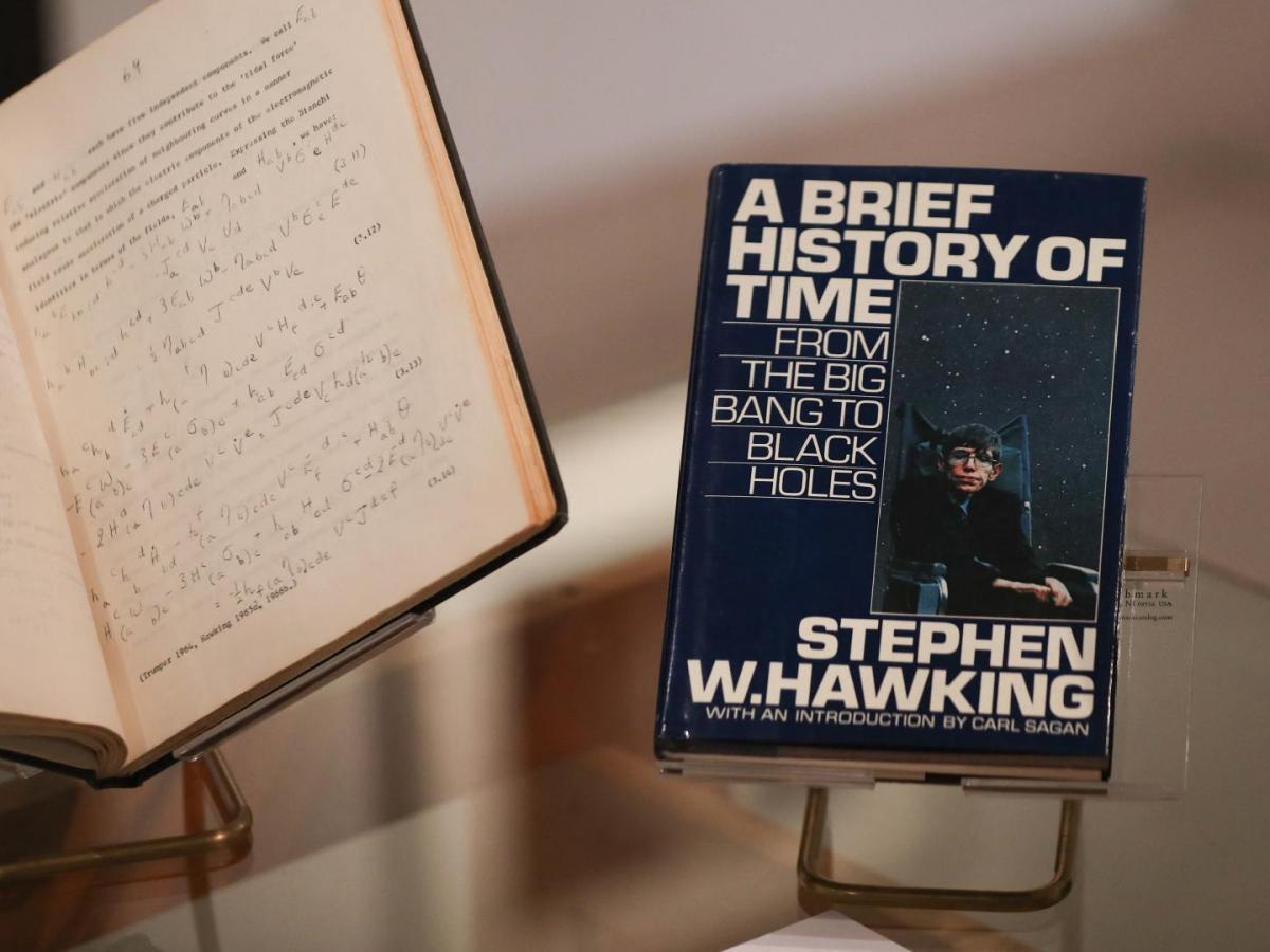 Reino Unido preservará archivos y el despacho de Stephen Hawking