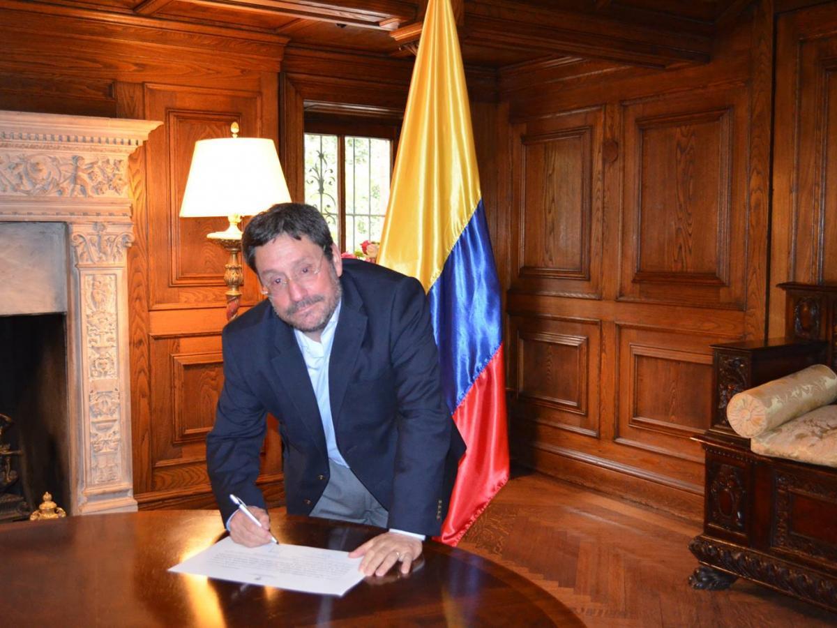 Embajador en Estados Unidos, 'Pacho' Santos, renunció