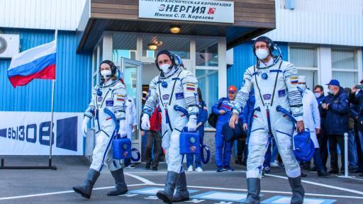 Cosmonautas rusos viajan a hacer película en el espacio