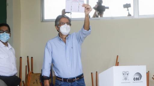 "Ecuador da giro con Guillermo Lasso en medio de una ""triple crisis"""