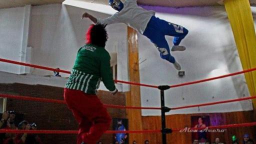 Águila de Plata en competencia de lucha libre