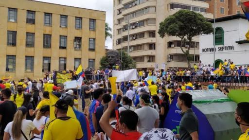 Manifestantes en Bucaramanga marcharon pacíficamente